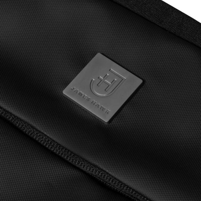 czarny materiał z logo